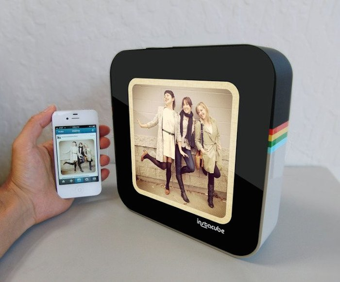 InstaCube-Digital-Photo-Frame