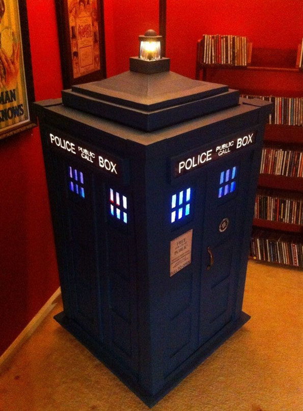 TARDIS Jukebox Made Out Of Recycled Card-Boxes