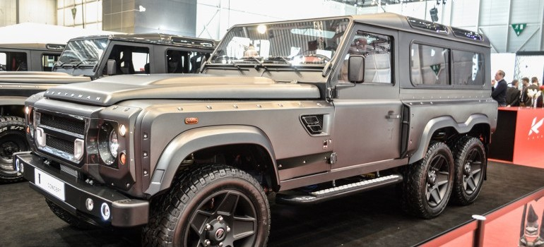 6×6 Land Rover Defender is Simply Awesome