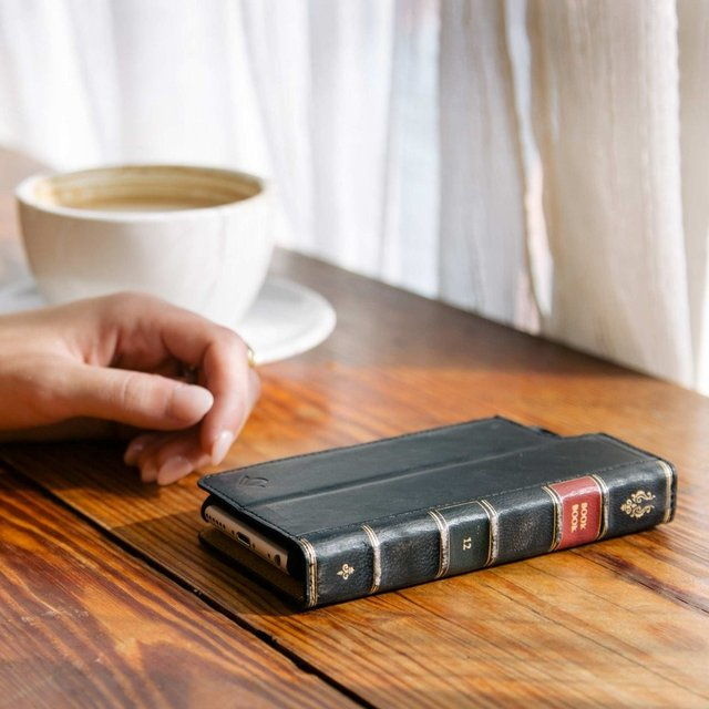 BookBook for iPhone 6/6+ by Twelve South