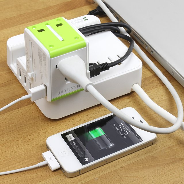 Satechi Smart Travel Router / Travel Adapter