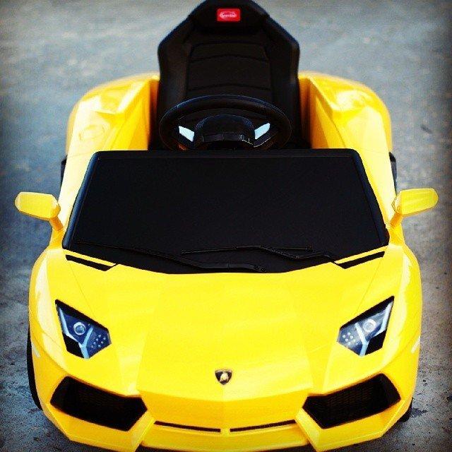 Lamborghini Aventador LP700-4 6V Ride On Car