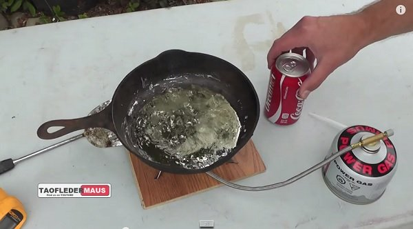 That Happens When You Mix Coca-Cola In Boiling Lead