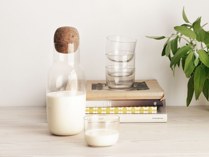 Corky-Carafe-Glasses-by-Muuto-01