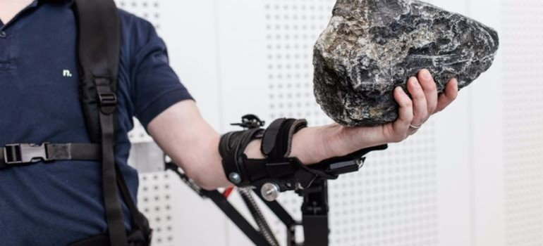Robo-mate-Exoskeleton-Makes-10Kg-Feel-Like-1Kg-4-770×350