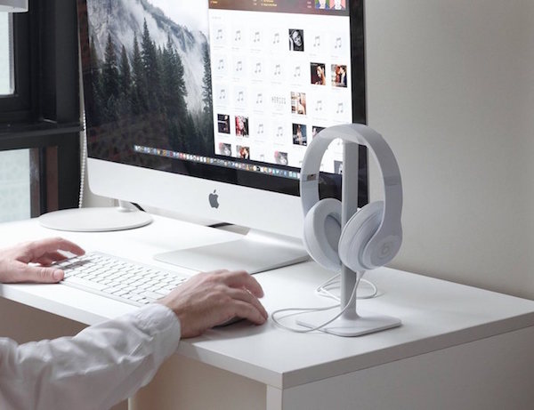 Bluelounge-Posto-Headphone-Stand-01