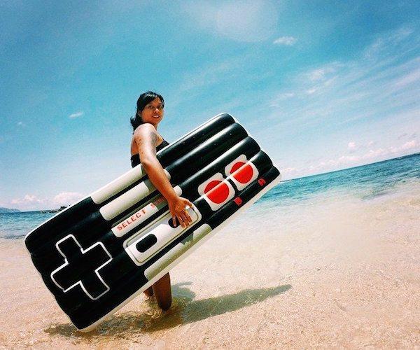 Retro-Gamers-Controller-Pool-Float-01