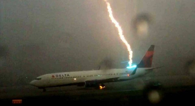 That'sWhat Happened When Airliner Got Struck By Lightning