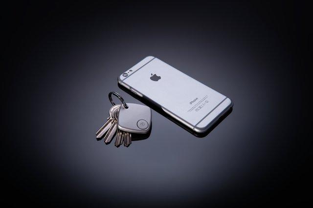TRAK Smart Finder with Selfie Remote