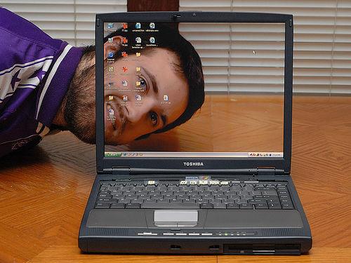 Transparent laptop screen (8)