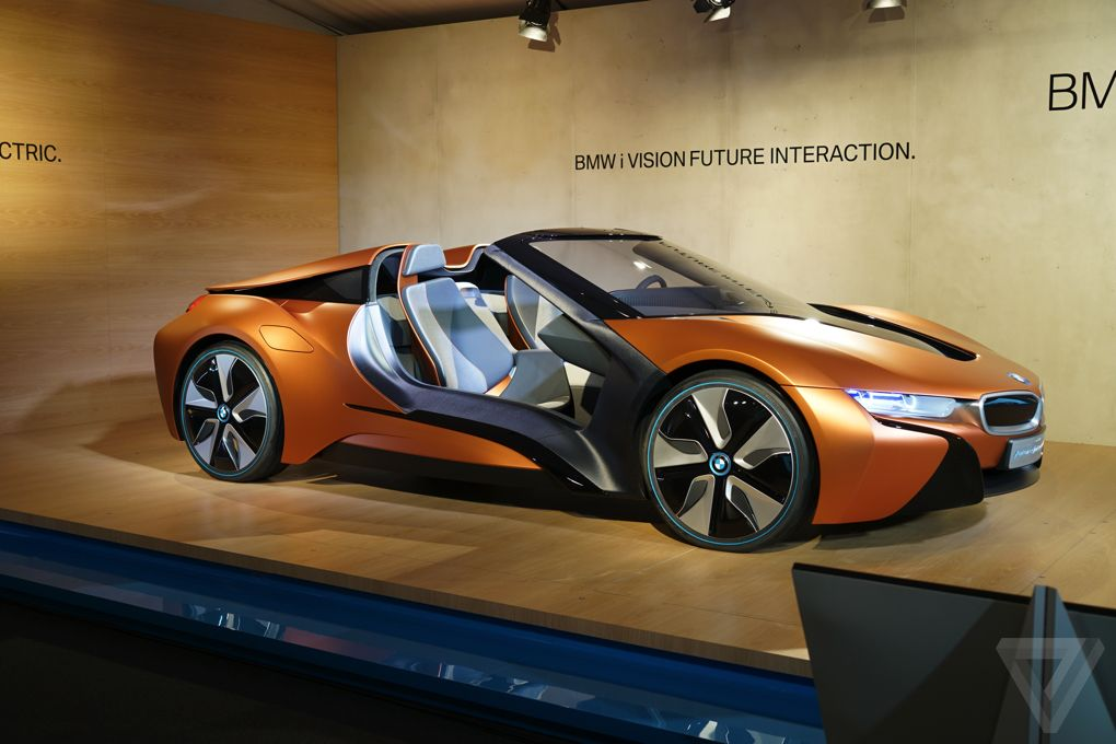 bmw 39 s i8 spyder is packed with insane technology gamengadgets. Black Bedroom Furniture Sets. Home Design Ideas