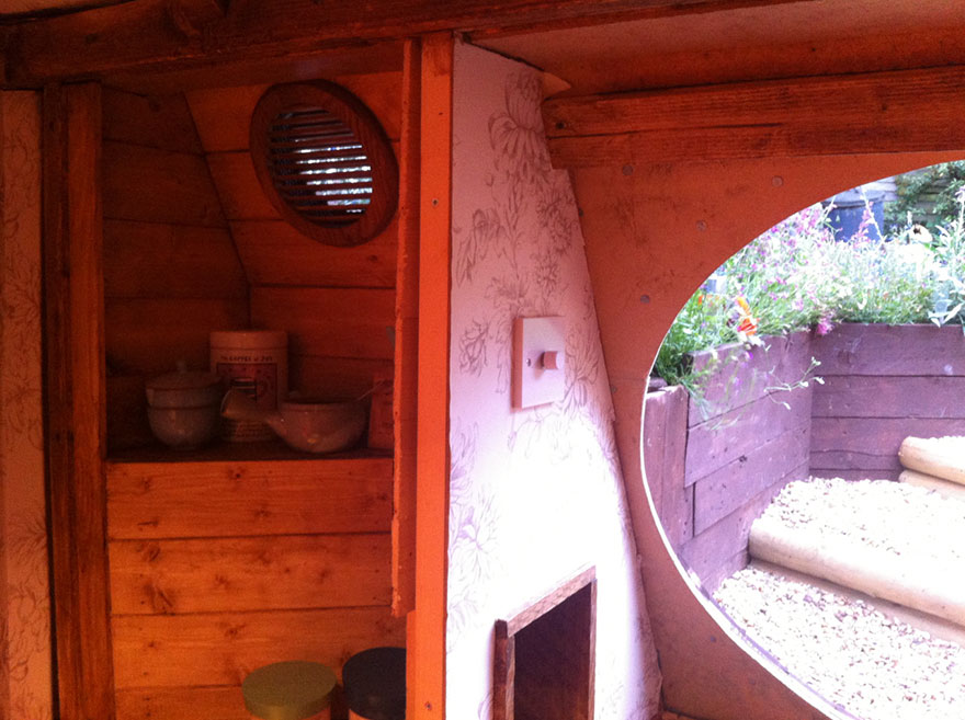 diy-hobbit-house-backyard-ashley-yeates-10