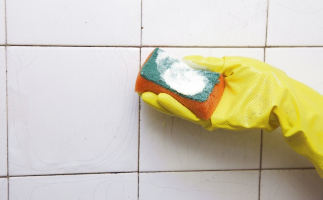 Cleaning shower doors and tiles