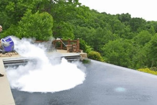 Watch 30 Pounds Of Dry Ice Being Dumped Into A Swimming Pool Gamengadgets