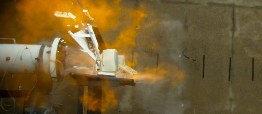 iMac Get Blasted By A Powerful Combustion Tube