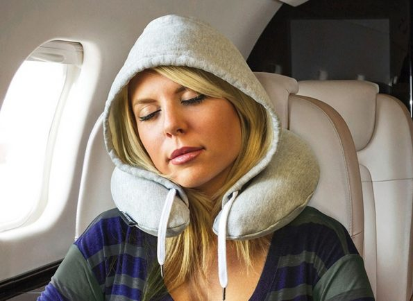 travel-hoodie-pillow-595×434