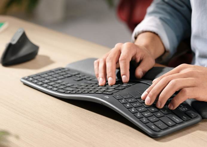 Ergonomic Curved Keyboard Logitech Ergo K860